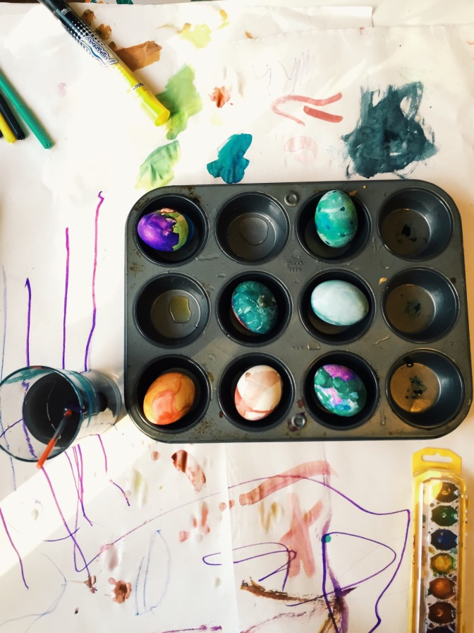 Decorating Eggs with a Toddler – The Last-minute Way