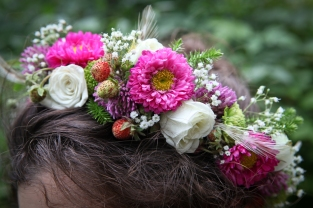 Woodland fairy crown with wild strawberries, spray roses, baby's breath and Japanese aster. Designed by Natasha of Alaskaknitnat.com