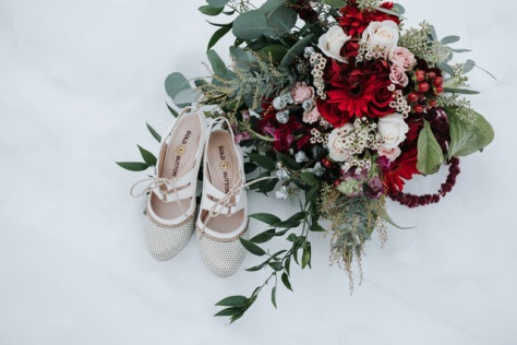 Red and white wintertime bouquet designed by Natasha Price of Alaskaknitnat.com | Photo by Grace Adams Photography