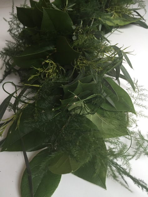 DIY fresh garland | Follow this simple tutorial so you can decorate your home with fresh greens all year long. Alaskaknitnat.com