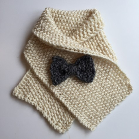 Little lady (or gent) scarf | an easy, free pattern from Alaskaknitnat.com. I can't get enough of that little bow!