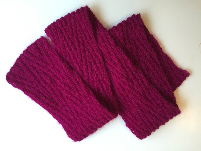 Reversible chevron scarf in fuchsia | A free pattern by Debbie Seton and featured on Alaskaknitnat.com