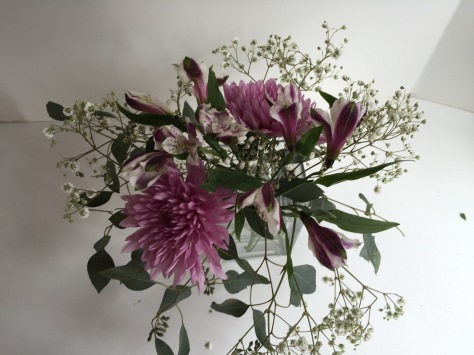 DIY Mother's Day arrangement | Make a beautiful floral centerpiece in just a few simple steps using eucalyptus, baby's breath, alstroemeria and football mums. Tutorial by alaskaknitnat.com