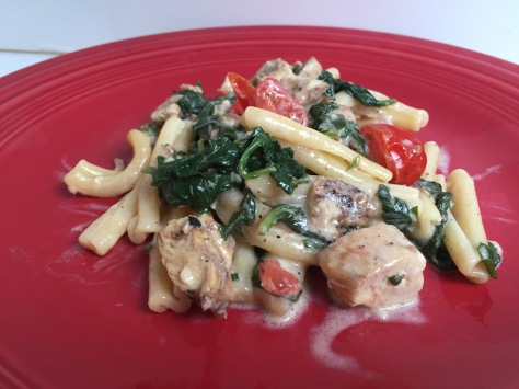 Pasta with chicken and spinach in a creamy garlic sauce | Make this wholesome meal in under 30 minutes! Recipe from Alaskaknitnat.com