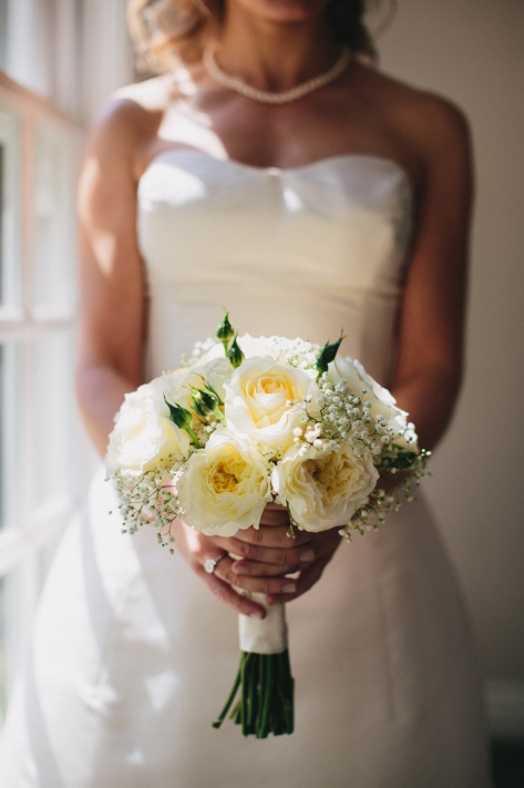 Marin wedding: simple bridal bouquet made with ivory garden roses, peachy white roses, spray roses and baby's breath | Designed by Natasha Price of Alaskaknitnat.com and Evan Falconer of Paper Peony