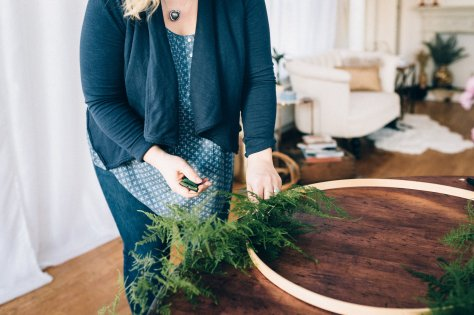 Make your own asymmetrical wreath with this simple tutorial by Blomma Designs and Natasha Price of Alaskaknitnat.com | Photos by Anne Marie Moran Photography