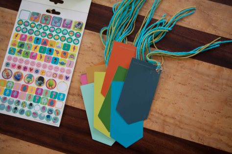 Paint chip bookmarks | All you need is stickers, yarn and free paint chips. A great craft for toddlers!
